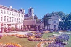 萨尔茨堡,奥地利08 28 2012年 堡垒的美丽的景色从Mirabell历史公园的在夏天晴天 免版税库存图片