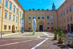 萨尔茨堡,奥地利- 2017年5月01日:市萨尔茨堡,头的雕塑的老部分 库存图片