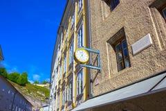 萨尔茨堡,奥地利- 2017年5月01日:老房子在萨尔茨堡,奥地利 免版税库存照片