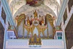 萨尔茨堡,奥地利- 2017年5月01日:圣伯多禄修道院教会内部 建立在696被考虑一最老 免版税库存照片