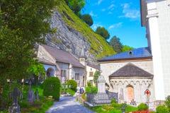 萨尔茨堡,奥地利- 2017年5月01日:圣皮特圣徒・彼得` s公墓在萨尔茨堡 免版税库存照片