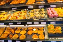 萨尔茨堡,奥地利- 2017年5月01日:快餐用火腿和黄瓜 库存图片