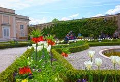 萨尔茨堡,奥地利- 2017年5月01日:美丽的Mirabell的部分在萨尔茨堡从事园艺 库存照片