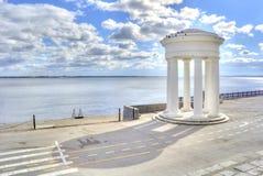 萨拉托夫 圆形建筑岸上 免版税库存图片