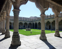 萨拉曼卡大学的学校庭院,西班牙 免版税库存图片