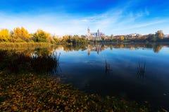 萨拉曼卡秋天视图有Tormes河的 免版税图库摄影
