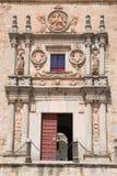 萨拉曼卡,西班牙, 2016年:Colegio Arzobispo丰塞卡湾心房的新生巴洛克式的门户  免版税库存照片