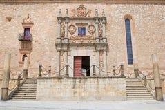 萨拉曼卡,西班牙, 2016年:Colegio Arzobispo丰塞卡湾心房的新生巴洛克式的门户  库存图片