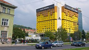 萨拉热窝、波斯尼亚&黑塞哥维那- 2017年10月:偶象假日酒店是证人对展开了的喧嚣的事件 库存照片