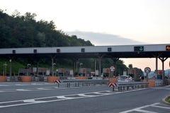 萨拉热窝,波黑,薪水通行费在高速公路路的车系统的图象 库存图片