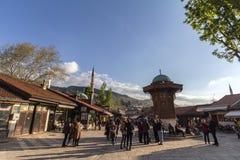 萨拉热窝,波黑- 2017年4月17日:Sebilj喷泉,在Bacarsija区,下午 免版税库存照片
