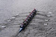 萨拉索塔乘员组在查尔斯赛船会妇女的青年时期Eights头赛跑  库存照片