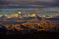 萨格勒布向西藏早晨太阳雪山 库存照片