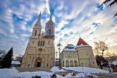 萨格勒布大教堂冬天白天视图 免版税库存图片