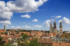 萨格勒布大教堂和圣凯瑟琳教会 免版税库存照片