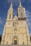 萨格勒布大教堂,经常参观由游人 免版税图库摄影