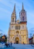 萨格勒布大教堂,经常参观由游人 免版税库存图片