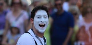 萨格勒布/Cest是最佳/街道艺人小丑 库存图片