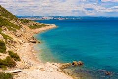 萨洛角-海岸,塔拉贡纳, Catalunya,西班牙周围  复制文本的空间 免版税库存照片