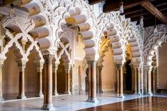 萨瓦格萨西班牙aljaferia城堡走廊  免版税库存图片