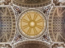 萨瓦格萨,西班牙- 2018年3月3日:教会Iglesia de圣地亚哥El圣詹姆斯市长-圆屋顶伟大1860 图库摄影