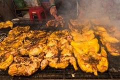 萨穆特Prakan,泰国- 2017年11月, 18日:烤鸡BB 库存图片