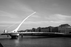 萨缪尔・贝克特桥梁,都伯林,撞击architecturaly现代wh 免版税库存图片