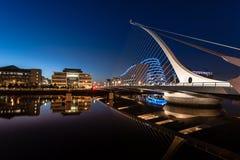 萨缪尔・贝克特桥梁在晚上 免版税库存照片