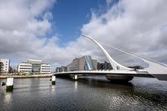 萨缪尔・贝克特桥梁在都伯林,爱尔兰 库存照片