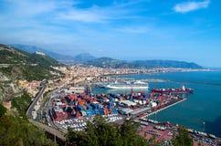 萨莱诺,意大利海湾,第勒尼安海和港口的 免版税图库摄影