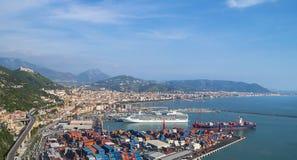 萨莱诺,意大利海湾,第勒尼安海和港口的 库存图片