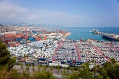 萨莱诺,意大利- 2015年7月22日:有容器的萨莱诺港口, 免版税图库摄影