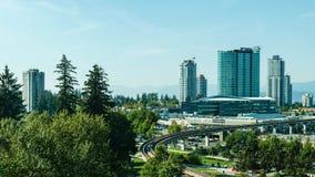 萨里,加拿大2018年9月5日:现代大厦和基础设施市中心更加巨大的温哥华地区 库存图片