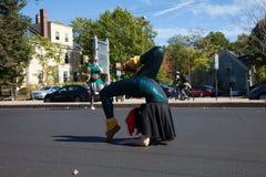 萨默维尔,马萨诸塞,美国- 2015年10月11日-按喇叭活动家街道带节日  图库摄影