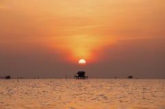 落下海的太阳 免版税库存照片