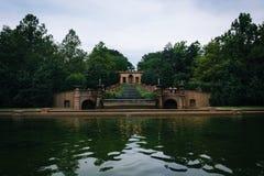 落下的喷泉和水池在子午小山公园,在华盛顿 库存图片