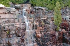 落下的瀑布在阿科底亚国家公园,缅因 库存图片