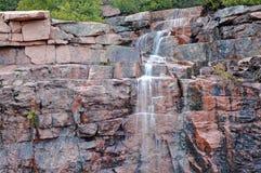 落下的瀑布在阿科底亚国家公园,缅因 图库摄影
