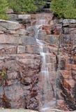 落下的瀑布在阿科底亚国家公园,缅因 免版税库存照片