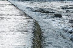 落下Motala小河诺尔雪平的水 库存照片