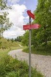 落后在道路对Smarna gora,从Ljubl的一次普遍的远足的标记 免版税库存照片