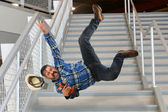 落在台阶的工作者 图库摄影