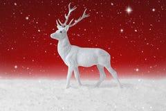 落在圣诞节驯鹿的雪 免版税库存照片