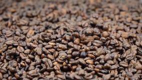 落在慢动作的咖啡豆 影视素材