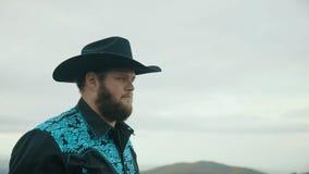 落在最大补丁山阿巴拉契亚山脉、田纳西&北卡罗来纳,年轻人画象帽子的,牛仔4k 股票视频