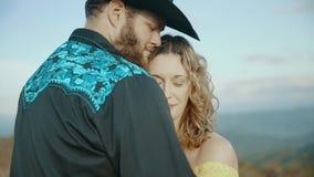 落在最大补丁MountainMax补丁MountainAppalachian山、田纳西&北卡罗来纳,年轻夫妇,妇女  影视素材