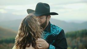 落在最大补丁MountainMax补丁MountainAppalachian山、田纳西&北卡罗来纳,年轻夫妇,妇女  股票录像