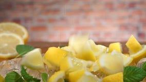 落的柠檬,薄菏,慢动作 影视素材