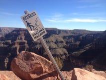 落的道路危险标志,大峡谷 库存照片