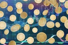 落的bitcoins和图表 免版税库存照片